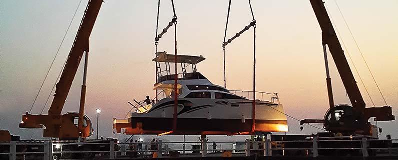 Heavy lift operation - lifting catamaran at Ocean marina CEA Project Logistics
