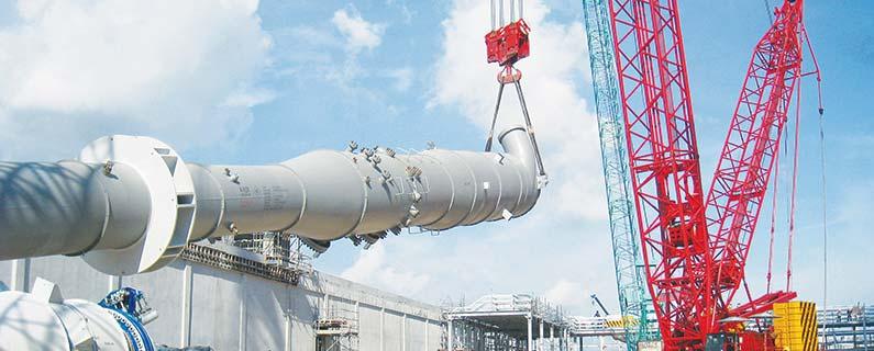 CEA Project Logistics Heavy Lift Services - Tail crane lifitng cargo