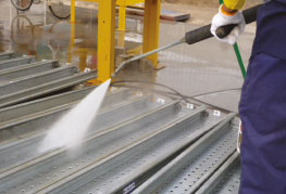 High pressure cleaning of cargo CEA Project Logistics