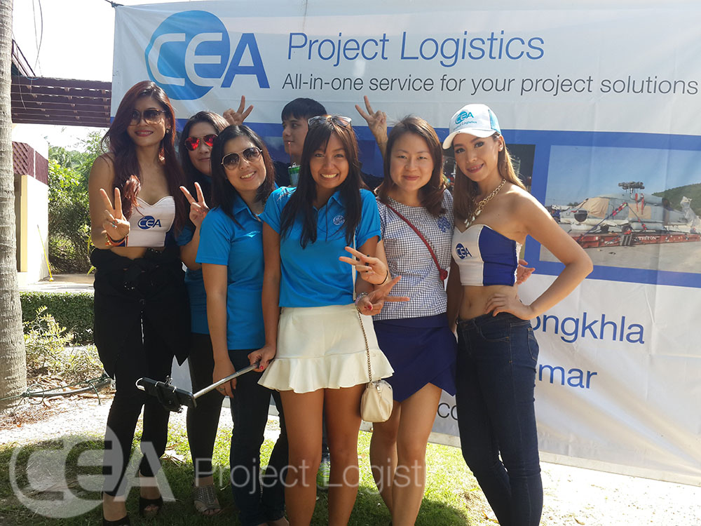 female golfers pose with the CEA models for a photo