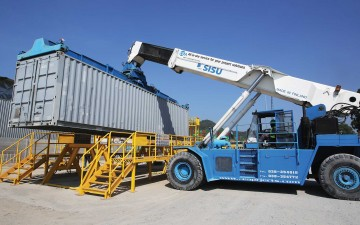 Reach Stacker loading a container onto the wash bay
