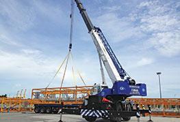 CEA Project Logistics Crane lifting break bulk cargo in port