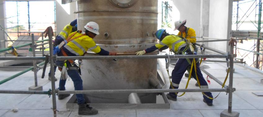 CEA teams installing evaporator