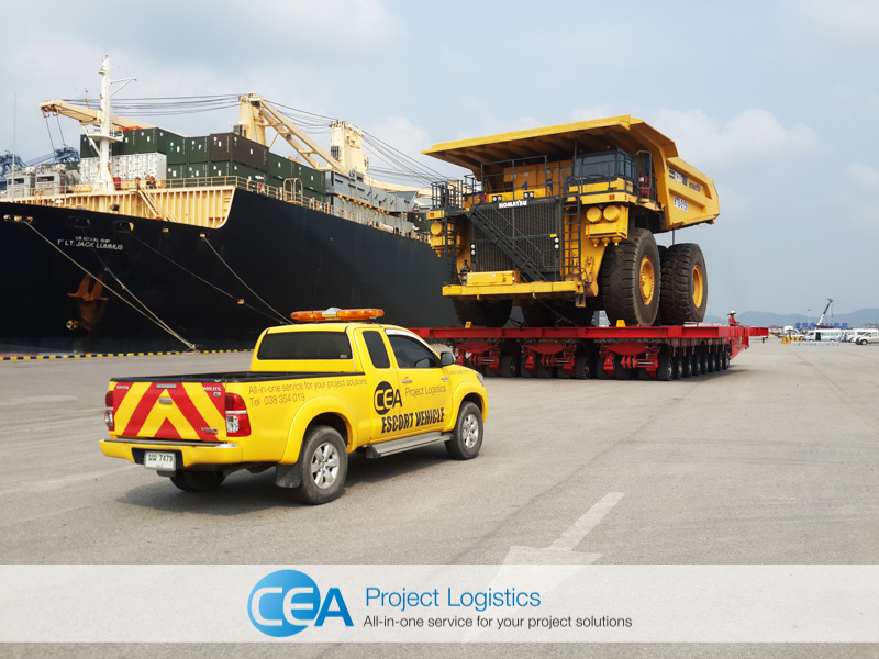 shot of Komatsu Truck on SPMT with CEA Escort Vehicle - CEA Project Logistics Free Trade Zone