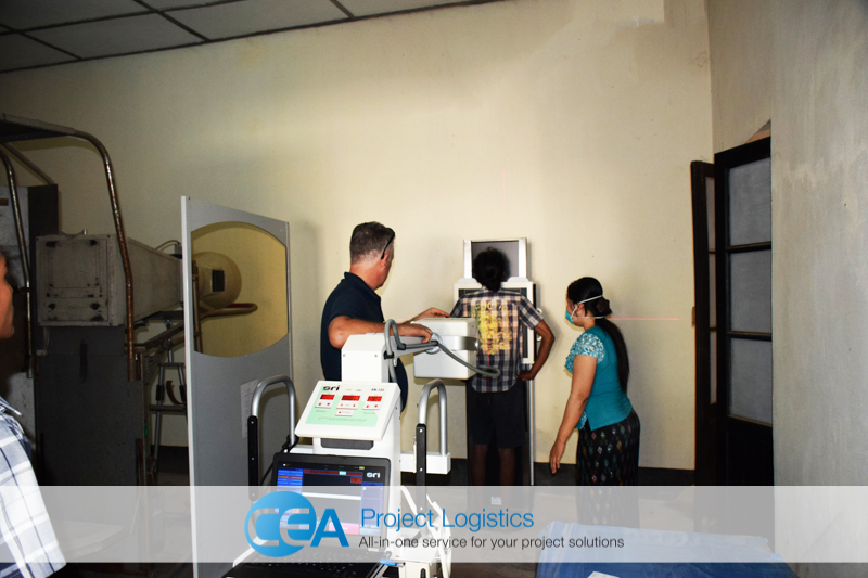 X-ray machine being operated by CEA staff
