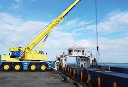 100 tonne crane lifting cargo onto the barge - CEA Project Logistics Myanmar Power Plant demobilisation