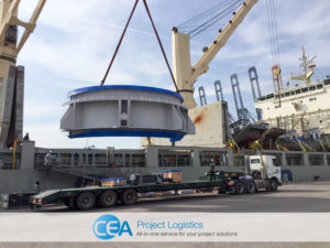 OOG Cargo being lifted on to the ship