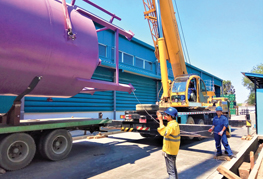 tailing crane begins lifting - CEA Project Logistics Myanmar installation