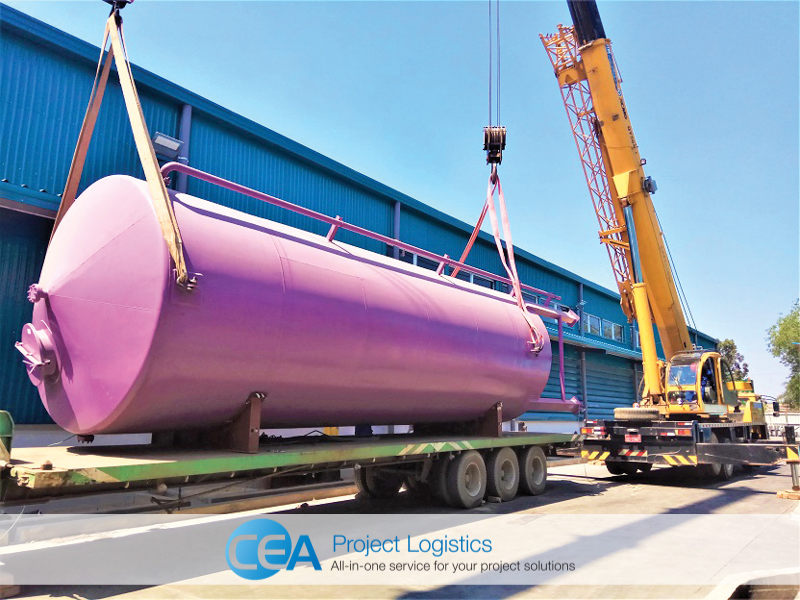 two cranes lift the first tank for installation - cea project logistics