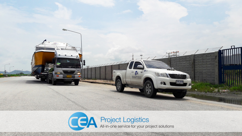 CEA escort vehicle leads the convoy to Lae, Chabang port - CEA Logistics Transport and export project