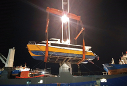 CEA Project Logistics Catamaran Transport the catamaran being lifted onto the ship at laem chabang port