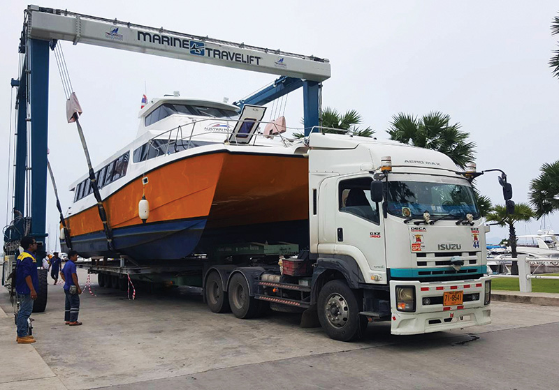 Catamaran Transport and export by cea project logistics, catamaran lifted from the water by straddle carrier