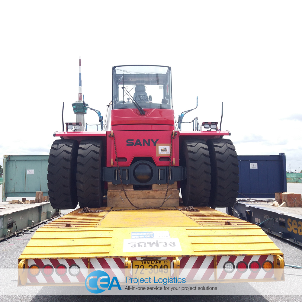 Reach Stacker on drop deck trailer before transportation - CEA Project Logistics
