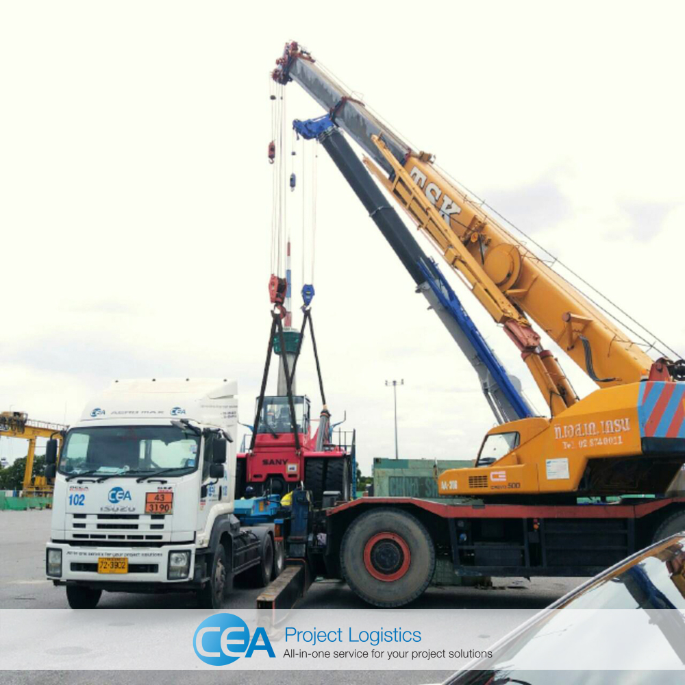 Loading onto Drop-deck trailers at laem Chabang before transportation - CEA Project Logistics